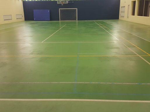 Czyszczenie Posadzki gumowej w hali sportowej. Relacja z wykonanej usługi