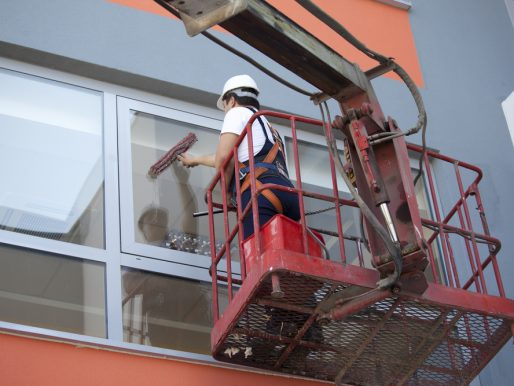 Mycie okien w małym biurowcu - Case study