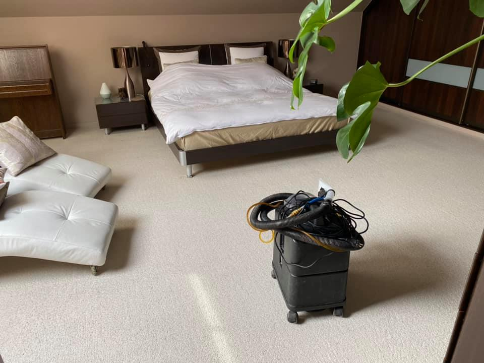 Czyszczenie wykładziny wełnianej + pranie kanapy i 2 foteli - 1200 zł w 2,5 godziny